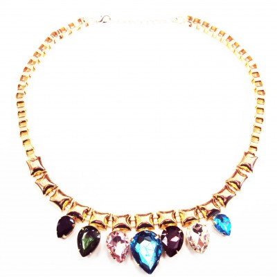 http://www.magasin-grossiste.com/3403-thickbox/collier-plastron-dore-a-joyaux-multicolores.jpg