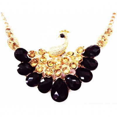 http://www.magasin-grossiste.com/4000-thickbox/collier-paon-dore-noir.jpg